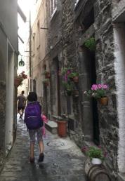 The narrow streets of Corneglia.