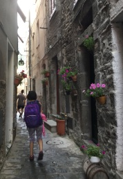 The narrow streets of Corneglia.